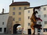 Altöttinger Tor - Ende des  Stadtplatzes