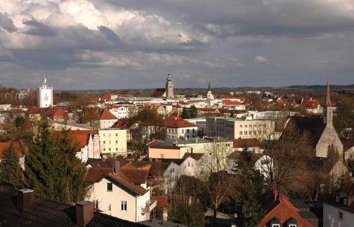Drei Altstadtkirchen und der Nagelschmiedturm - Gewitterstimmung