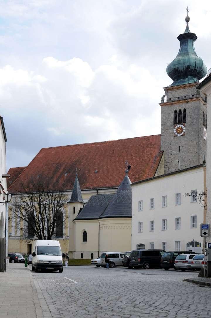 Johanniskapelle und Nikolauskirche von der Fragnergasse aus