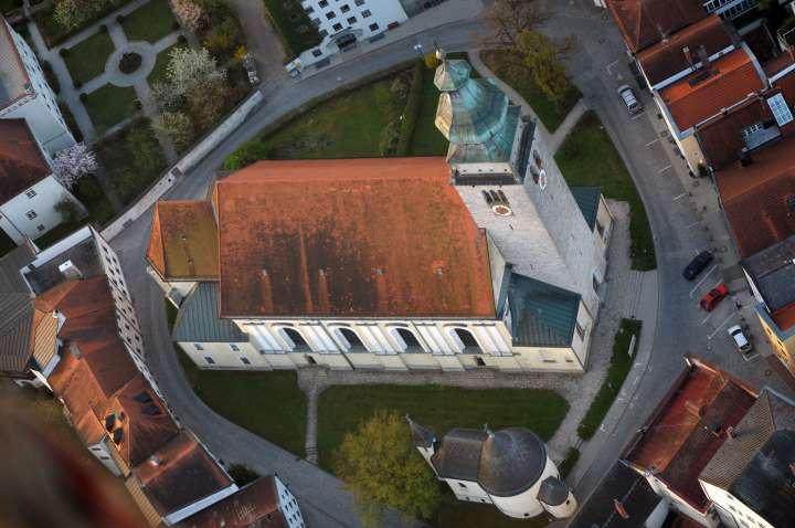Nikolauskirche und Johanniskapelle aus der Vogelperspektive
