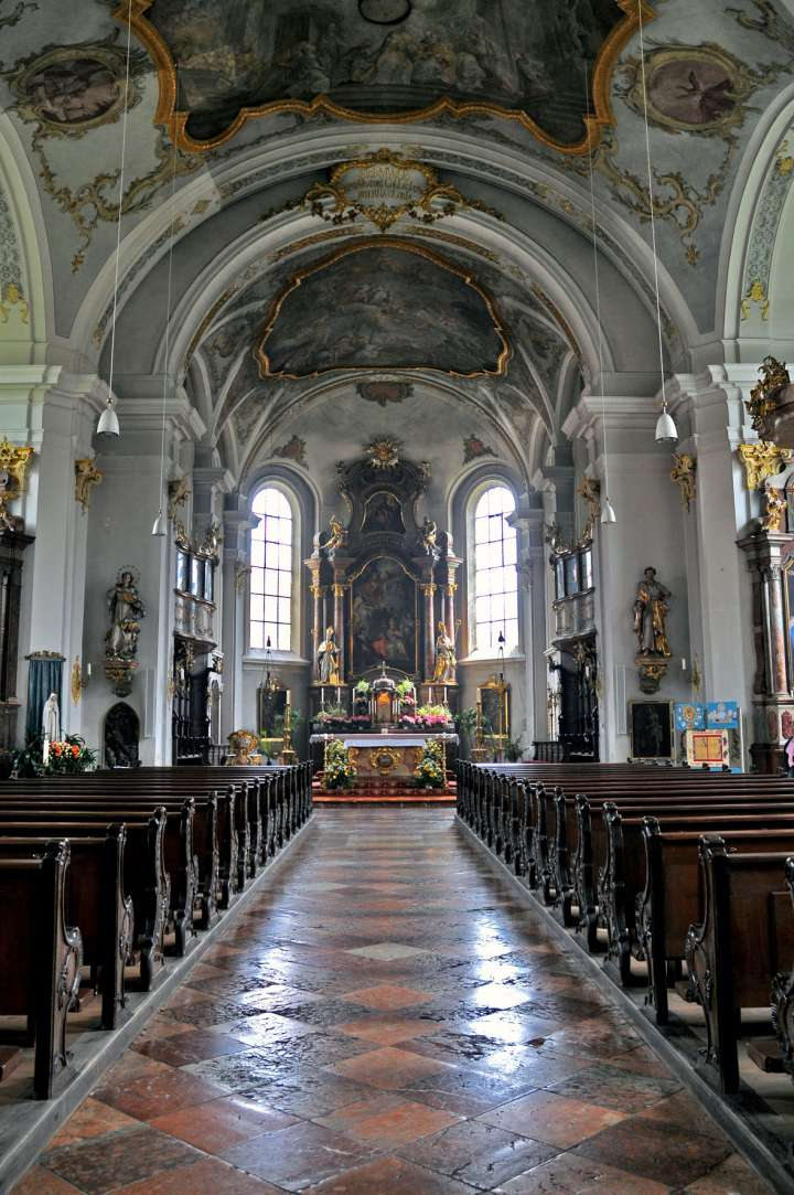 Nikolauskirche - Blick zum Hochaltar