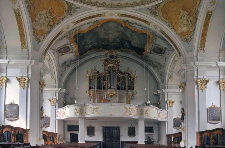 Nikolauskirche - Chor und die wunderschöne, stimmgewaltige Orgel