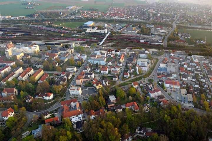 Stadtberg und Bahnhofstraße - Bahnhof mit Fußgängerüberführung nach Mühldorf-Nord - Innere Neumarkter Straße und Alter Wasserturm mit Unterführung nach Nord - Töginger Straße AOK-Kurve