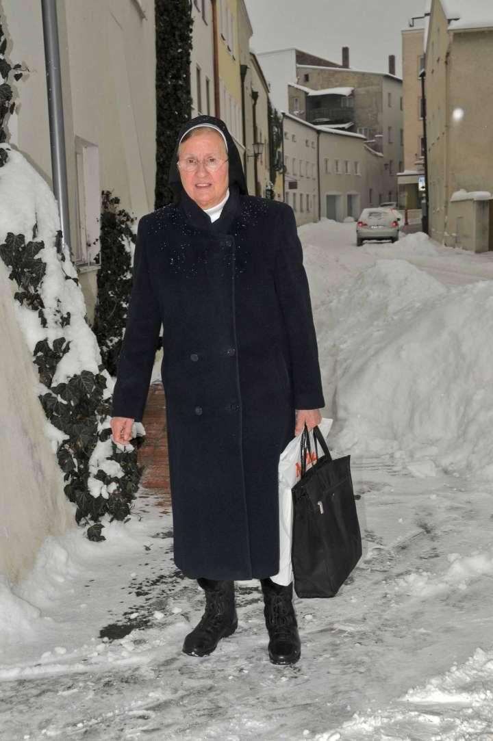 Schwester Magina - die langjährige Leiterin des Kindergarten Sankt Nikolaus - mußte als eine der letzten Ordensschwestern von Mühldorf fort zum Mutterhaus des Ordens der Mallersdorfer Schwestern