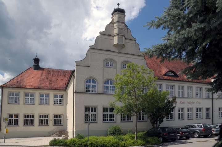 Das Hans-Prähofer-Haus hat seine Beschriftung erhalten