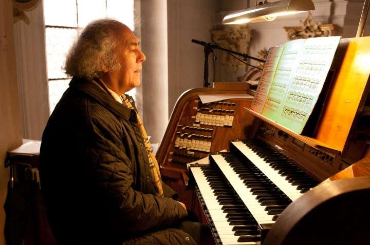 Josef Überacker - Es ist immer wieder ergreifend und erschauernd, ihn auf der großen Orgel in der Pfarrkirche Sankt Nikolaus spielen zu hören