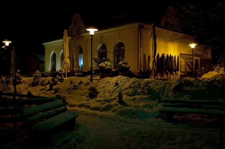 Ein kalter, schneereicher Winterabend, das Wasserschlössl an Mühldorfs Seenstadtwall gelegen herrlich romantisch beleuchtet, wer könnte da nicht schwach werden und dieses hervorragende Restaurant besuchen.